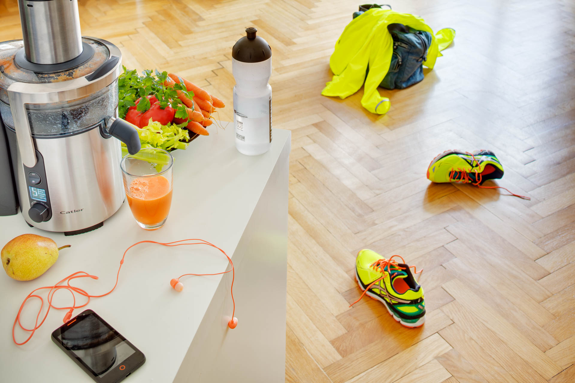 Juicer with juice and jogging outfit