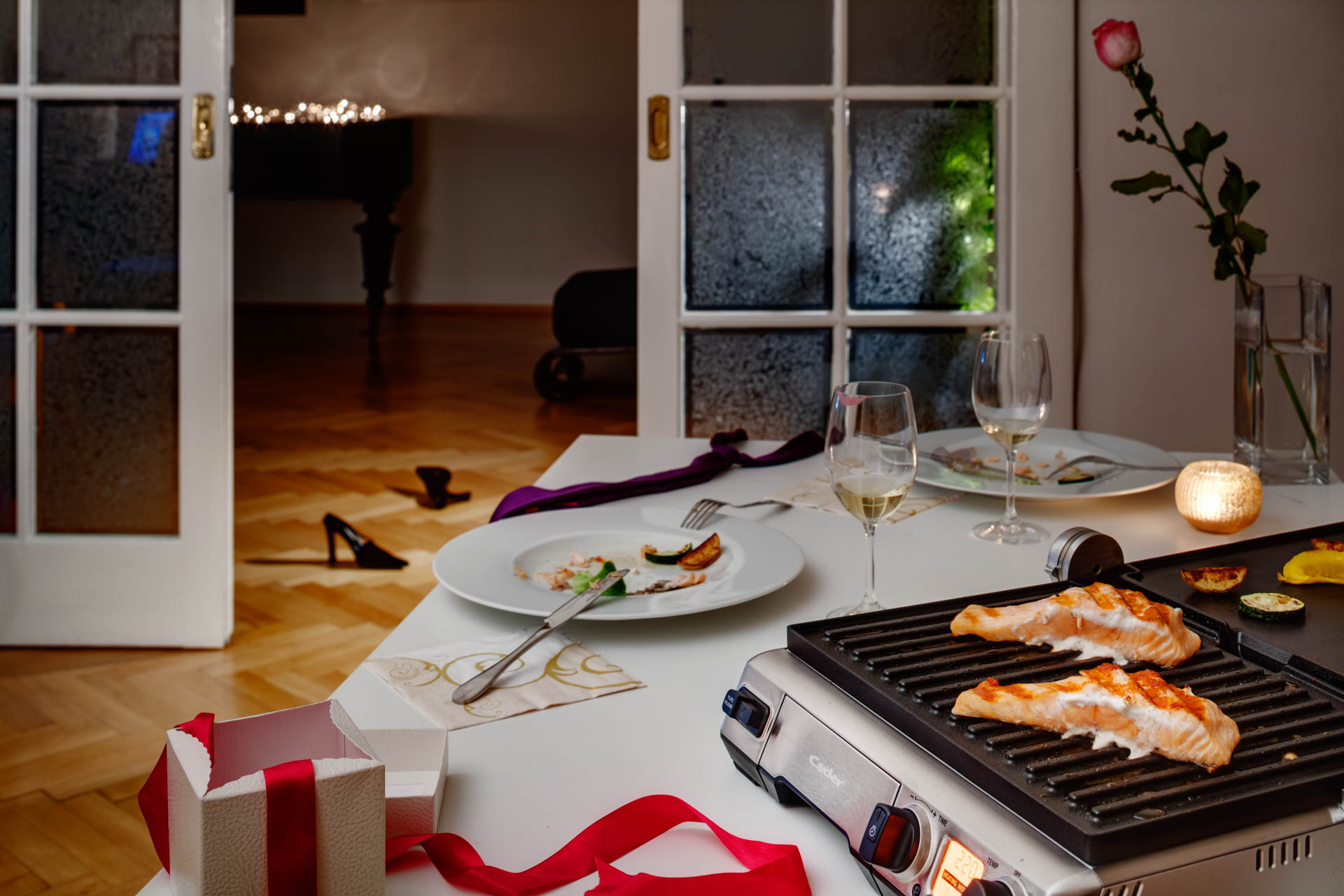 Grill with salmon in an private dinner setting