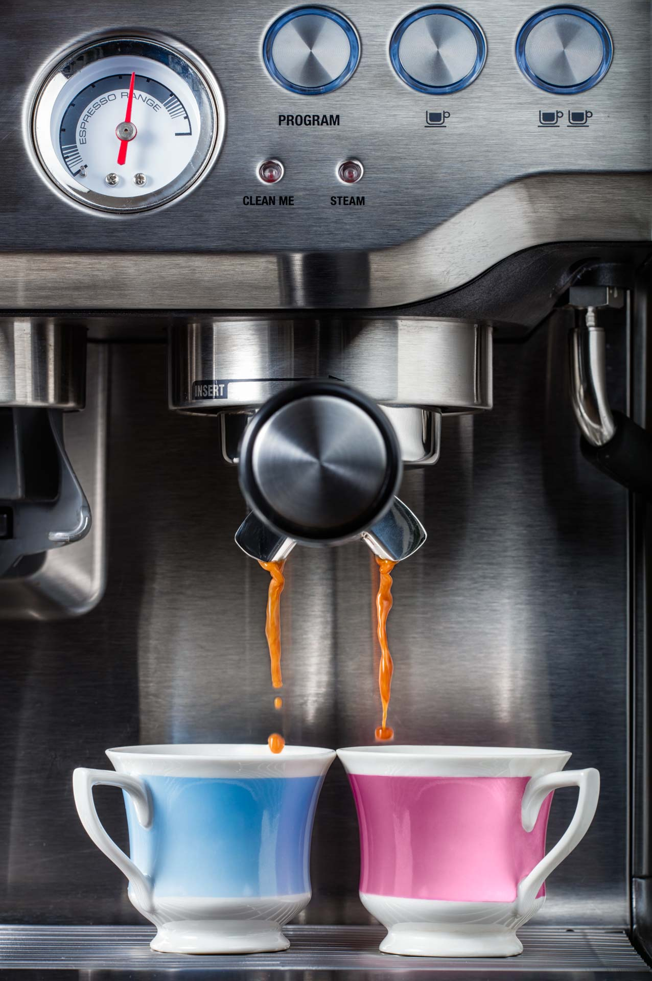 Coffee machine with two cups