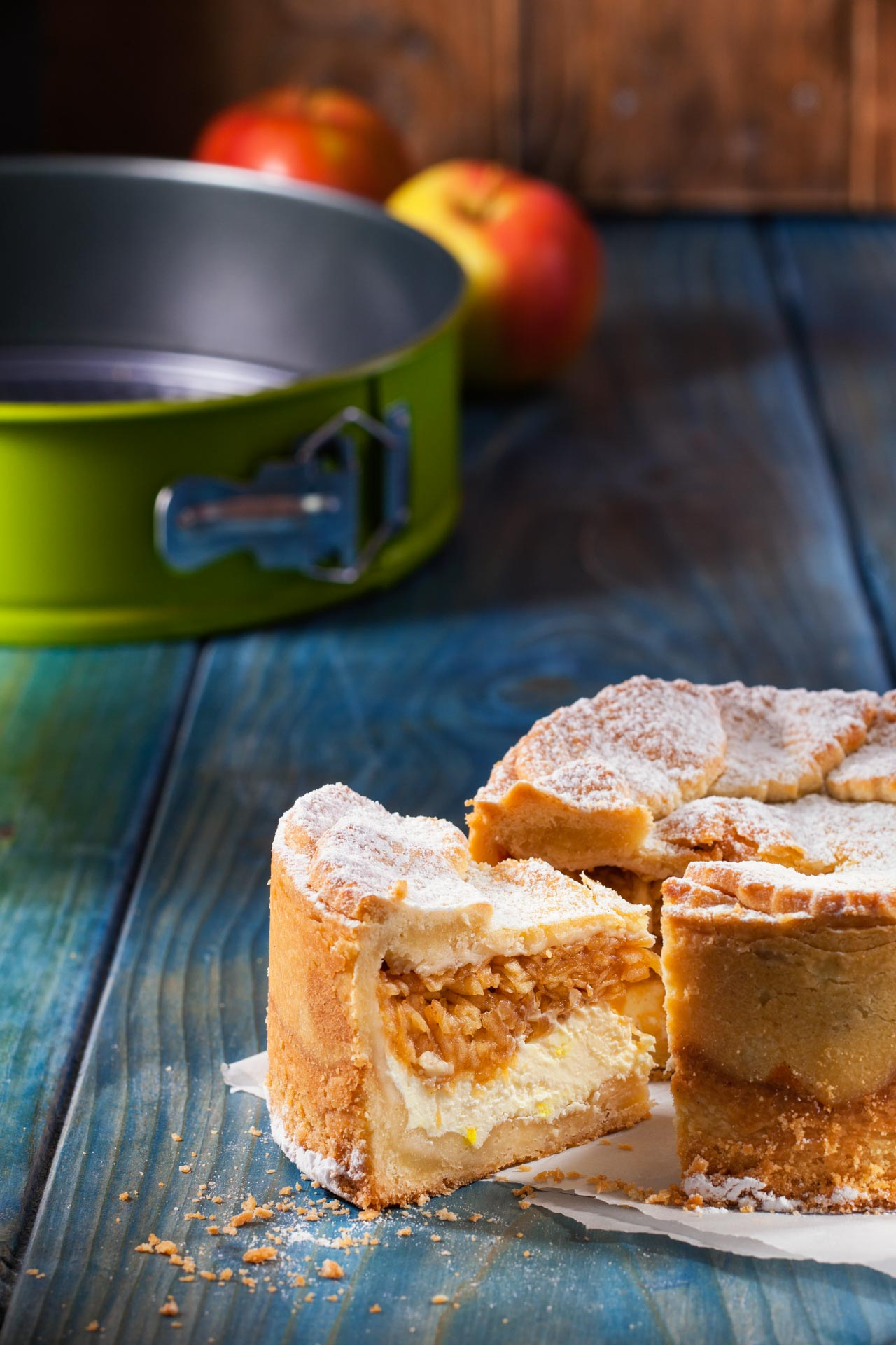 Apple cake with Lamart pot