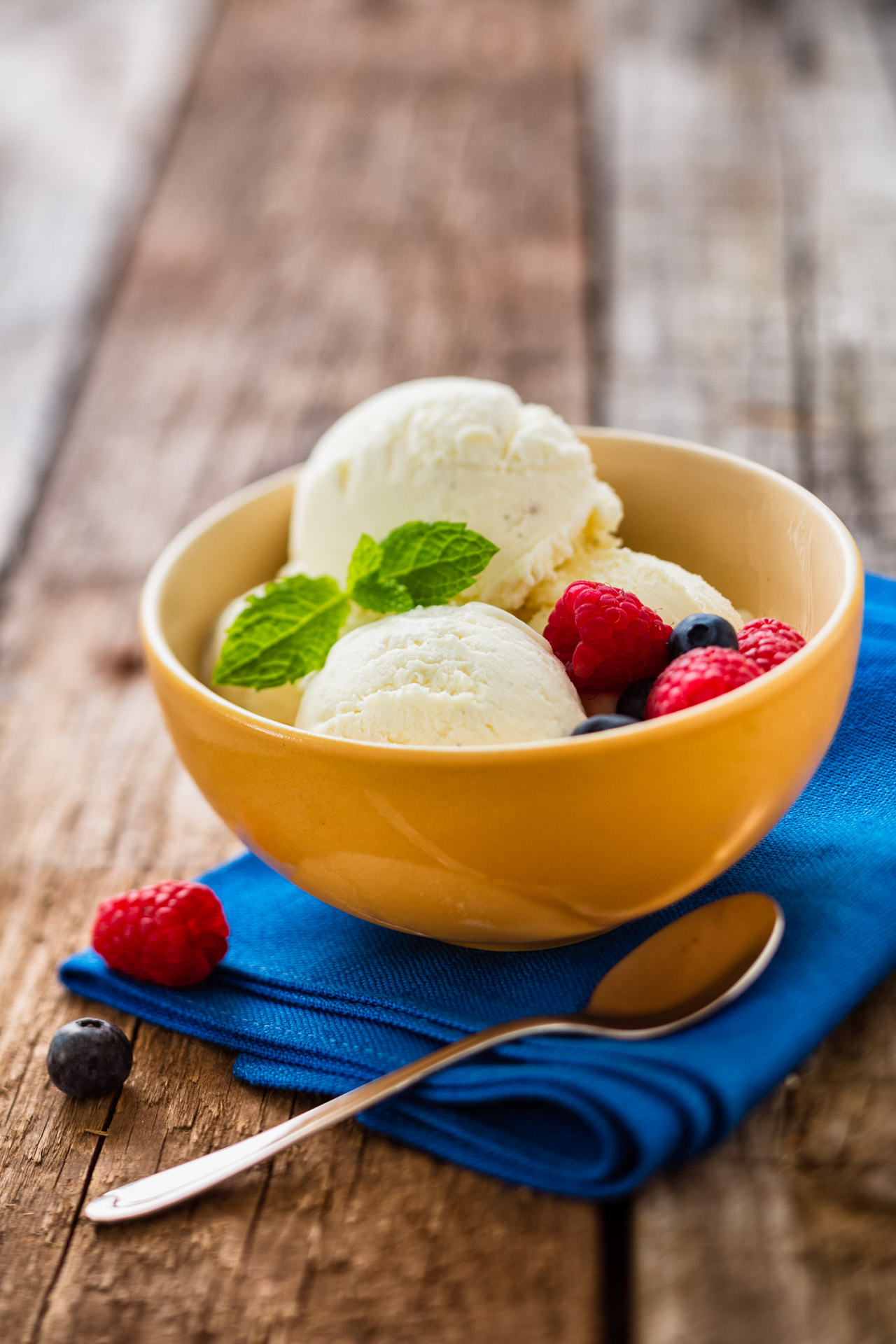 Vanilla ice recipe image with berries