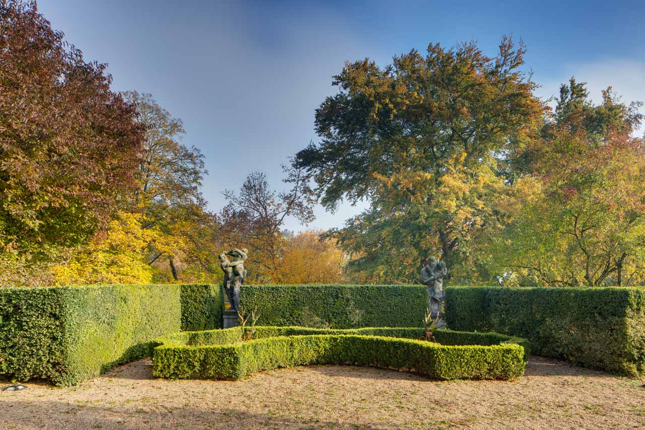 Chateau Loucen, exterior image showing its garden at autumn.