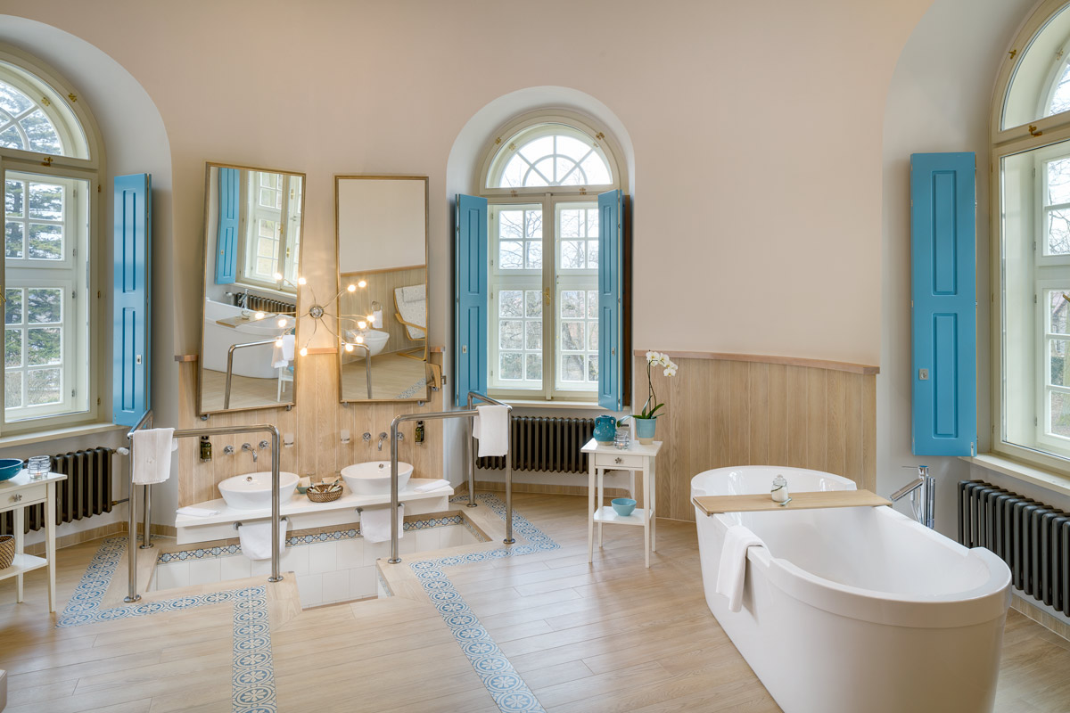 Bathroom of the Presidential suite at Chateau Herálec Boutique Hotel & Spa by L'occitane