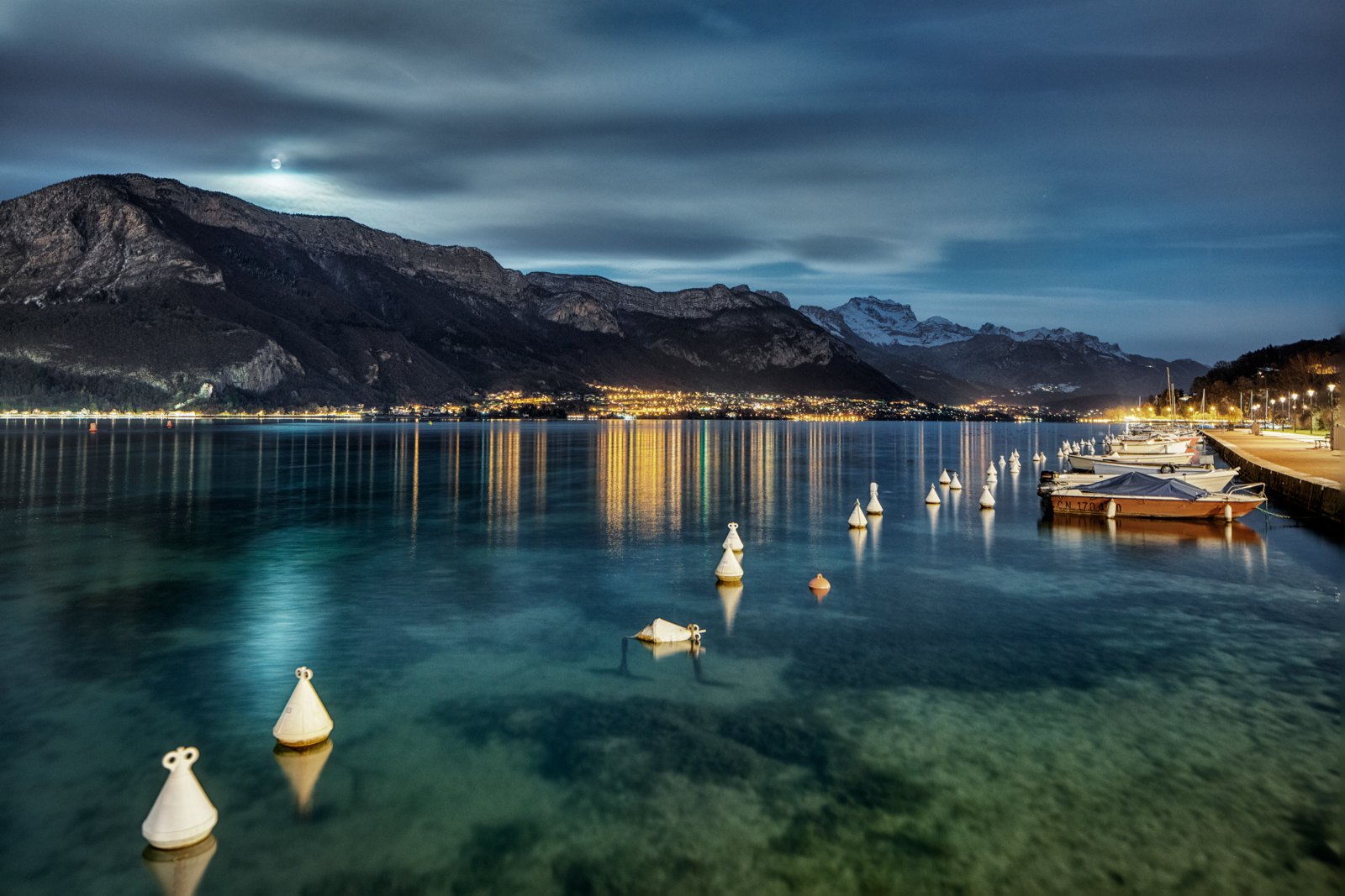 Lac d'Annecy at night